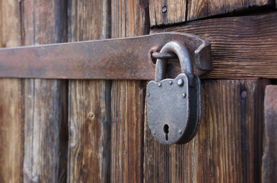 Дверь на замке